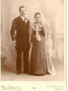 Bryllaupsbilete av Johannes Jonson Velure og Jane Jorgena Thompson
